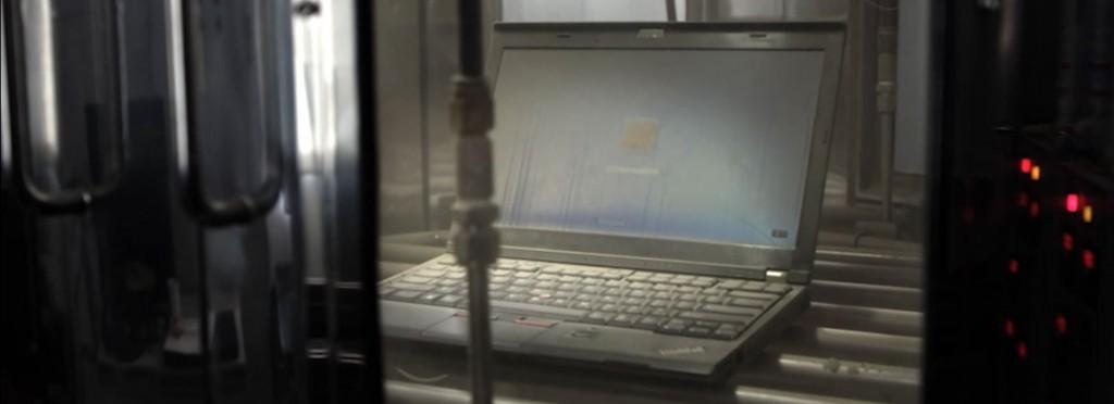 MIL規格テスト中のThinkPad画像