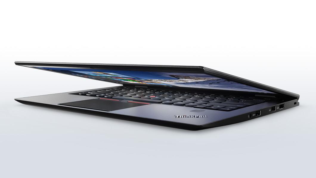 ThinkPad X1 Carbon 2016年モデル前面からの画像