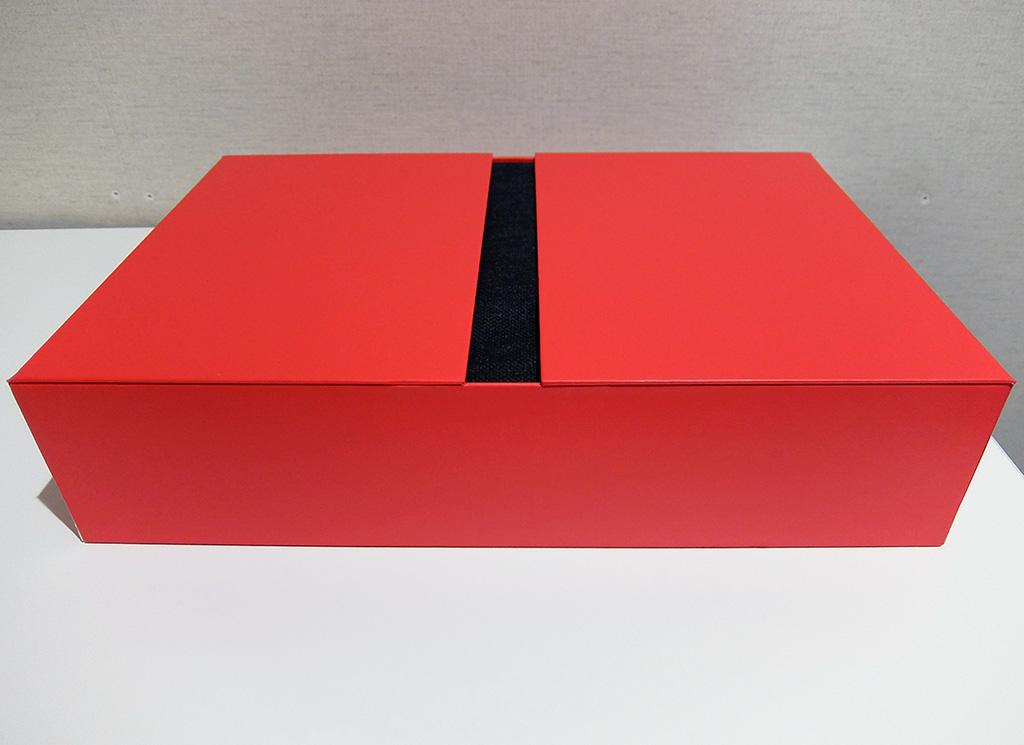 ThinkPad X1 Carbon、内箱写真